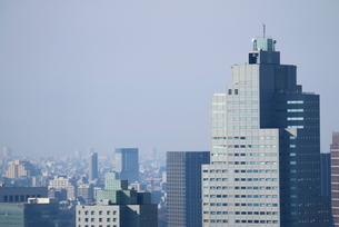 豊洲の高層タワーラウンジから見た聖路加タワー方面の風景の写真素材 [FYI03018158]