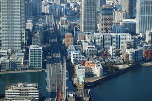 豊洲の高層タワーラウンジから見た月島方面の風景の写真素材 [FYI03018160]