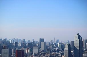 豊洲の高層タワーラウンジから見た日比谷方面の風景の写真素材 [FYI03018164]