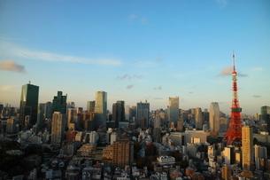 麻布十番から見える東京タワー方面の眺望の写真素材 [FYI03018181]