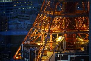 麻布十番から見える東京タワー方面の眺望の写真素材 [FYI03018187]