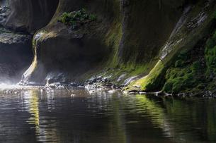 亀岩の洞窟の写真素材 [FYI03018421]
