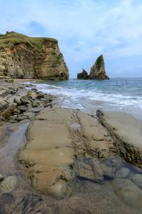 大波月海岸のロウソク岩の写真素材 [FYI03018451]