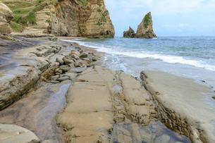 大波月海岸のロウソク岩の写真素材 [FYI03018456]
