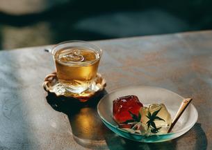 冷茶とゼリーの写真素材 [FYI03024025]