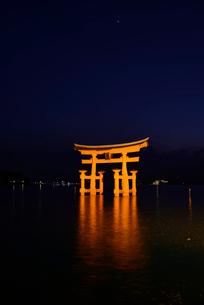 宮島 大鳥居の写真素材 [FYI03024194]