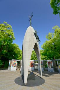 原爆の子の像(広島平和記念公園)の写真素材 [FYI03024254]