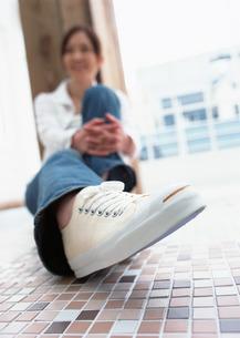 女性の足元の写真素材 [FYI03025485]
