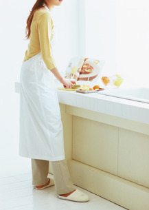 料理シーンの写真素材 [FYI03025701]