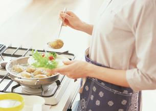 料理シーンの写真素材 [FYI03025767]