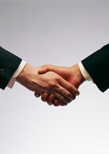 握手の写真素材 [FYI03026999]