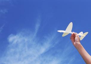紙飛行機の写真素材 [FYI03027230]