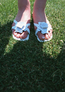 女性の足の写真素材 [FYI03027351]