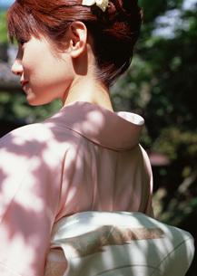 着物の女性の写真素材 [FYI03027642]