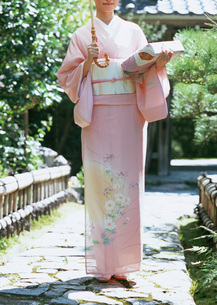 着物の女性の写真素材 [FYI03027647]