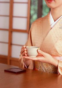 日本茶を飲むの写真素材 [FYI03027757]