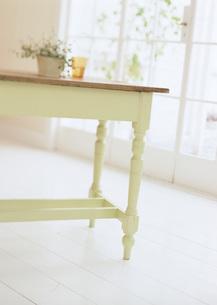 テーブルの写真素材 [FYI03028009]