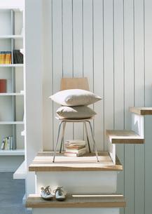 椅子とクッションの写真素材 [FYI03028084]