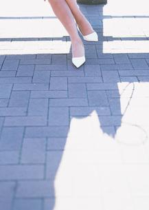 女性の足元の写真素材 [FYI03028219]