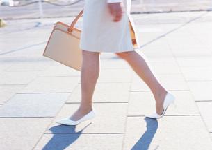 女性の足元の写真素材 [FYI03028226]