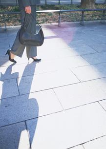 女性の足元の写真素材 [FYI03028234]