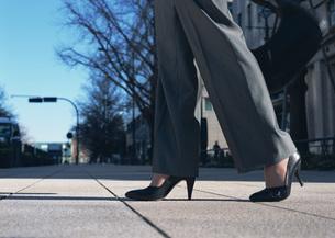 女性の足元の写真素材 [FYI03028238]