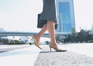 女性の足元の写真素材 [FYI03028337]