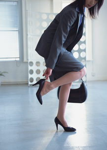 出勤する女性の写真素材 [FYI03028687]