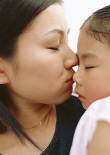 母と娘の写真素材 [FYI03029405]