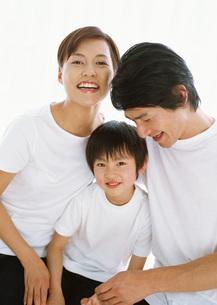 親子の笑顔の写真素材 [FYI03029447]