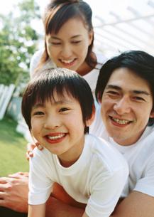 笑顔の親子の写真素材 [FYI03029474]