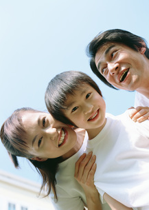 笑顔の親子の写真素材 [FYI03029476]