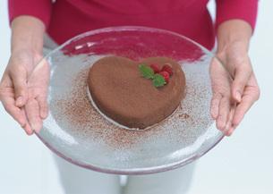 ハート形チョコレートケーキの写真素材 [FYI03029522]