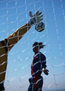サッカー(シュート)の写真素材 [FYI03029908]