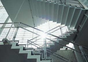 オフィスの階段の写真素材 [FYI03030392]