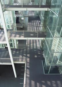 オフィスの廊下の写真素材 [FYI03030403]