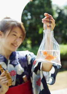 縁日の金魚の写真素材 [FYI03030823]
