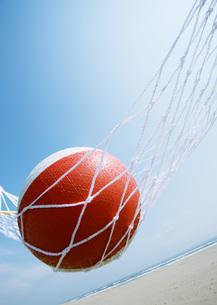 ハンモックとビーチボールの写真素材 [FYI03031178]
