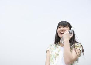 ペットボトルを持つ女の子の写真素材 [FYI03031779]