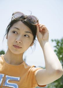 若い女性の写真素材 [FYI03032151]