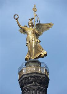 戦勝記念塔の像の写真素材 [FYI03032185]