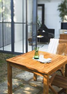 ガーデンテーブルの写真素材 [FYI03032724]