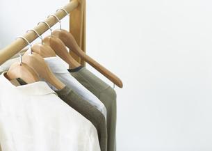 ハンガーと洋服の写真素材 [FYI03032834]