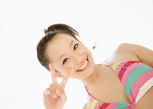 笑顔の女性の写真素材 [FYI03032970]