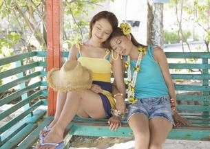 うたた寝する女性の写真素材 [FYI03033212]