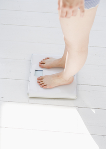体重測定の写真素材 [FYI03033889]