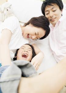 親子のふれあいの写真素材 [FYI03034087]