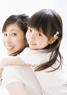 母と娘の写真素材 [FYI03034127]