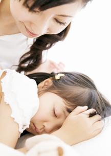 母と娘の写真素材 [FYI03034159]