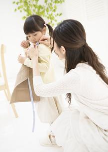 母と娘の写真素材 [FYI03034365]